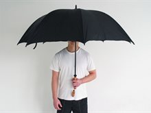 هل فتح المظلة في مكان مغلق يجلب النحس والحظ السيء؟