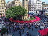 وسط مدينة بيروت ينبض بالحياة من جديد ويجمع المواطنين بعد سنوات من الجمود.