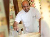 الطاهي الحائز على جوائز سينجو فارغيز يشعل المطبخ حماساً في فندق شاطئ الراحة