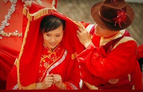 الصورة 684 بتاريخ الأربعاء، 27 فبراير/شباط 2013 - ما هو سر اللون الاحمر في الاعراس الصينية