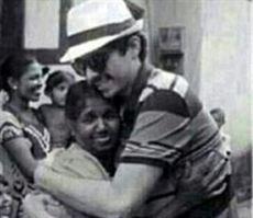 كويتي يسافر إلى سريلانكا بحثا عن سيدة ربته صغيرا