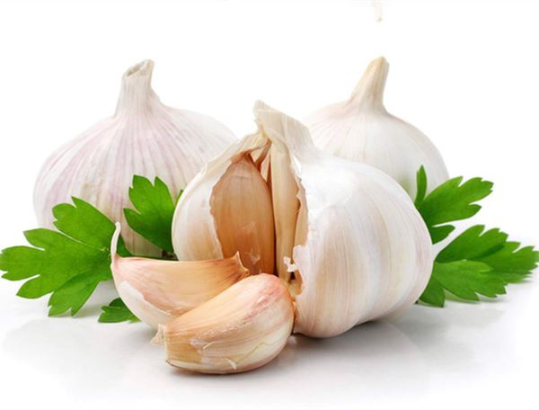 How to get rid of the garlic odor from both your mouth and hands?