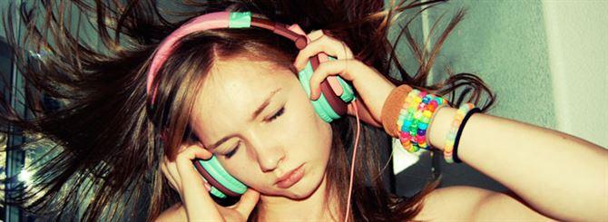 هل فعلا يؤدي وضع الهيدفون في الأذنين إلى تكون البكتيريا وتكاثرها؟