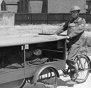 الصورة 1043 بتاريخ 3 أبريل / نيسان 2013 - تعرف على قصة اول عربة اسعاف في العالم