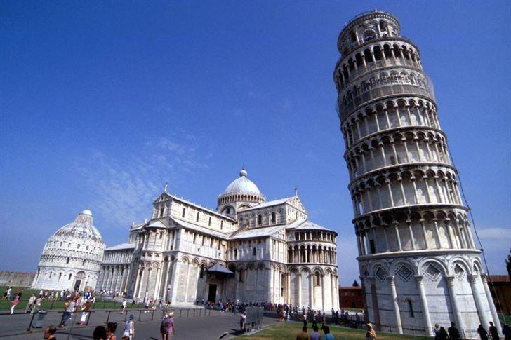 الصورة 1343 بتاريخ 11 مايو / أيار 2013 - هل سقط أحدا في يوم من الأيام من برج بيزا المائل في ايطاليا؟
