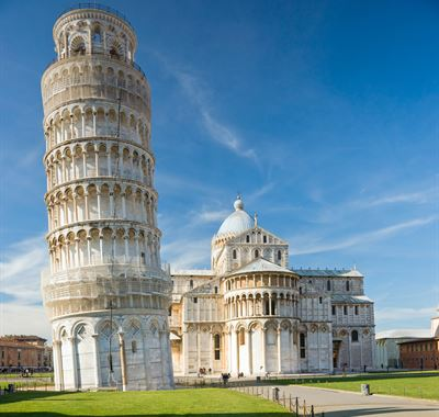 هل سقط أحدا في يوم من الأيام من برج بيزا المائل في ايطاليا؟