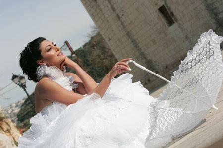 الصورة 1327 بتاريخ الأربعاء، 8 مايو/أيار 2013 - بالصور...اطلالة بعض النساء المشهورات من العالم العربي يوم زفافهن
