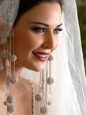 بالصور...اطلالة بعض النساء المشهورات من العالم العربي يوم زفافهن