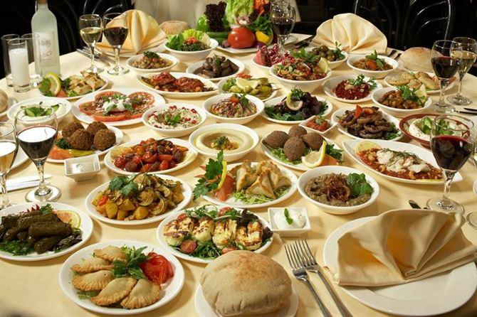 تشكيلة من المازات اللبنانية
