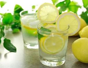 6 Benefits of drinking Lemon water in the morning