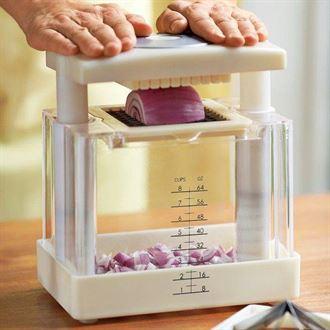5 أدوات ستجعل تقطيع البصل متعة من دون دموع
