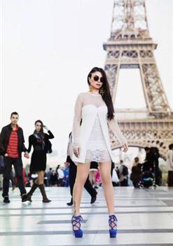 هيفاء وهبي تشعل الشوارع الباريسية مجددا