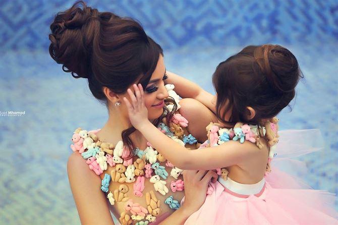 لقطة ساحرة بين ام وابنتها