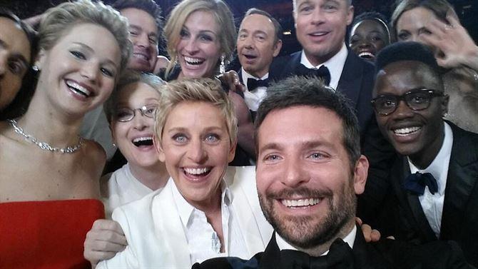 """ال""""Selfie"""" اشهر صورة في حفل اوسكار العام 2014"""