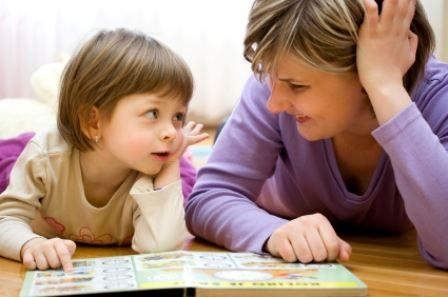 5 اشارات تدل على ان طفلك يحبك كثيرا