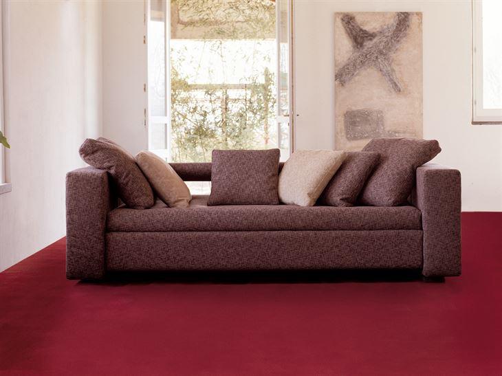 بالصور ... اريكة سحرية تتحول الى سرير لشخصين بـ 10 ثواني فقط!