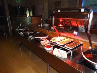 عشاء بوفيه في مطعم اتلانتس في فندق المارينا