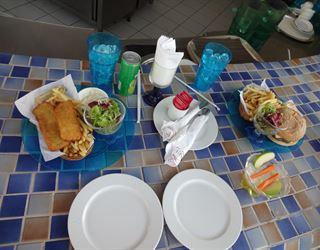 غداء مميز في المارينا بول بار