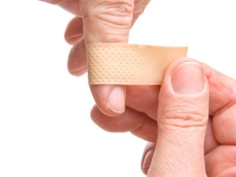 كيفية معالجة الجرح السطحي المكشوف في حال عدم وجود معقم او مطهر