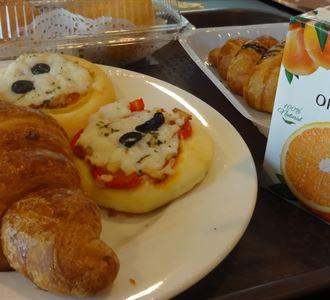 فطور في كافيتيريا مستشفى دار الشفاء