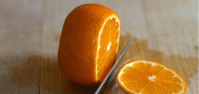 4 خطوات بسيطة لتقشير الليمون أو البرتقال