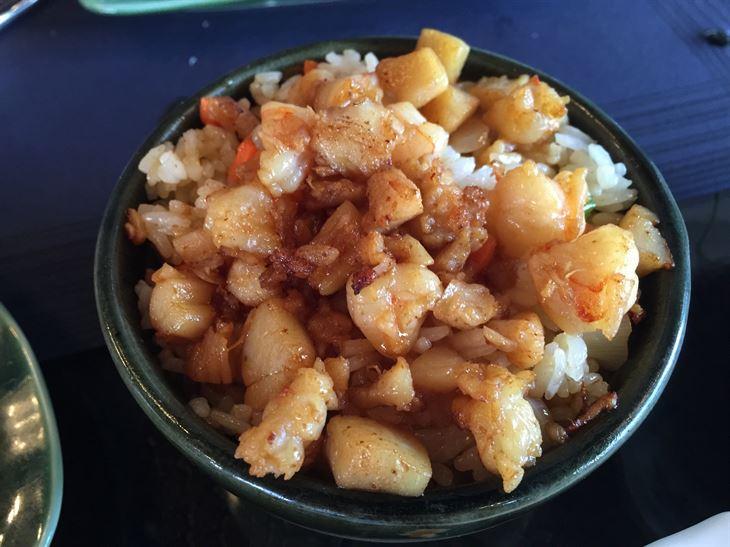 أرز مقلي مع مأكولات بحرية