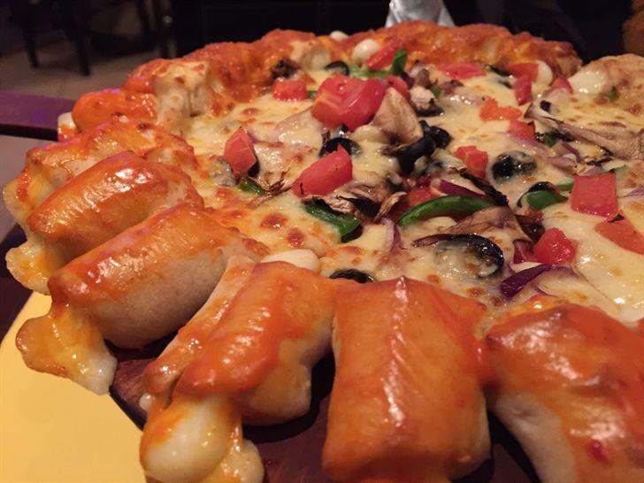 تشيزي بايتس بيتزا بالخضار