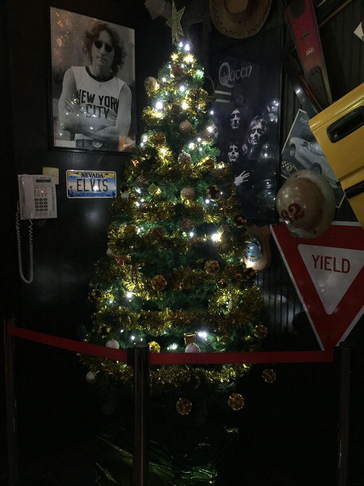 شجرة عيد الميلاد في مطعم فرايديز فرع الخليج