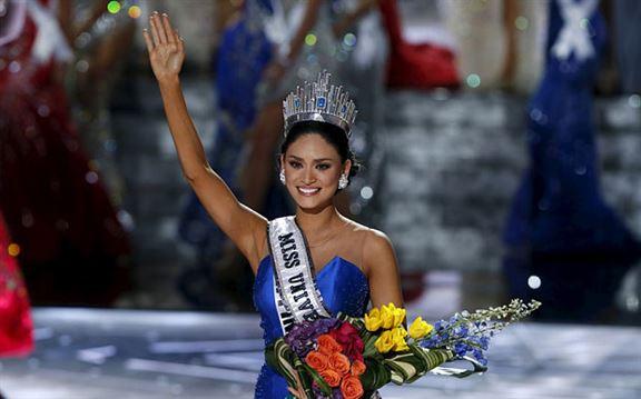 ملكة جمال الفلبين بعد تتويجها كملكة جمال الكون 2015