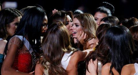 دموع ملكة جمال كولومبيا بعد انتزاع اللقب منها