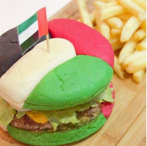 صورة ... برجر رائعة بألوان العلم الاماراتي