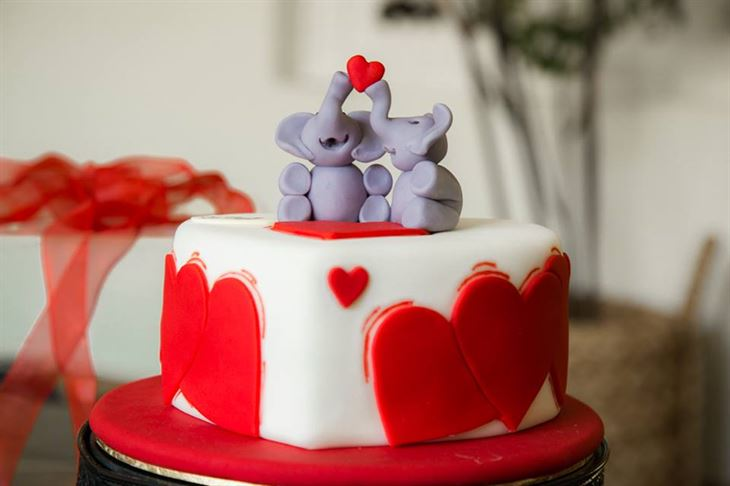 Chocolate Bar Valentine's Elephant love cake