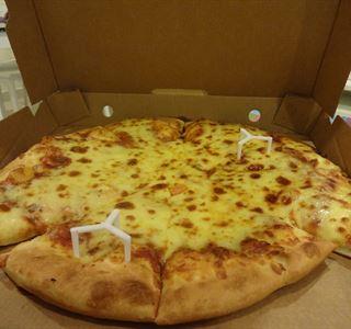 عشاء شهي من مطعم بيتزا هت