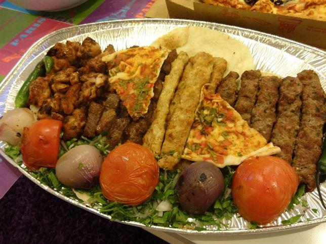 مشويات من مطعم ومشويات الريف اللبناني