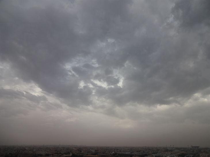 صباح ممطر في الكويت
