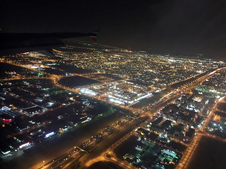 لقطات للكويت في النهار وفي الليل من على متن الطائرة