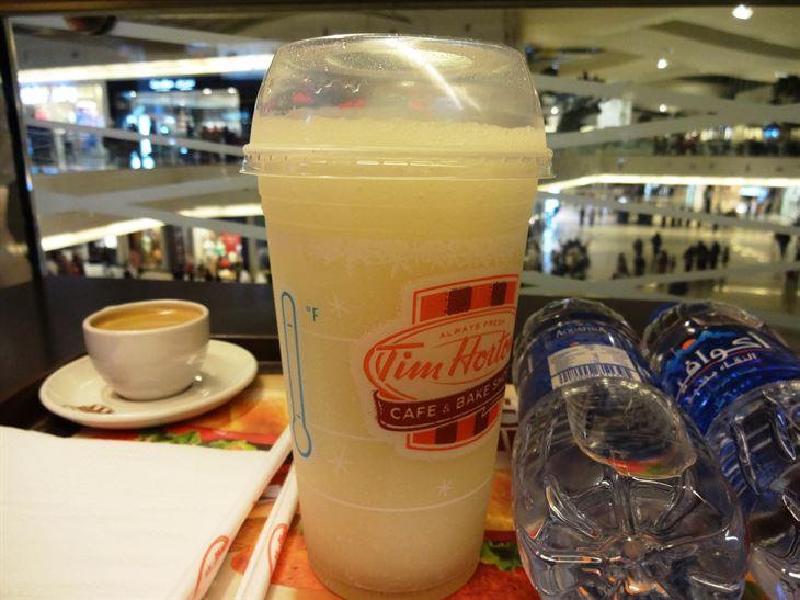 استراحة قصيرة في مقهى تيم هورتونز