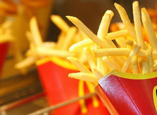 السعرات الحرارية الموجودة في البطاطس المقلية الأشهر في مطعم ماكدونالدز