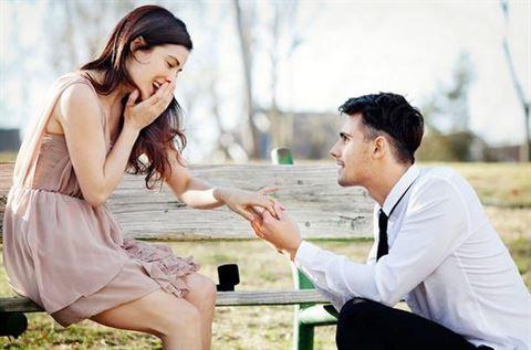 5 اشارات تدل على انه سيطلب منك الزواج