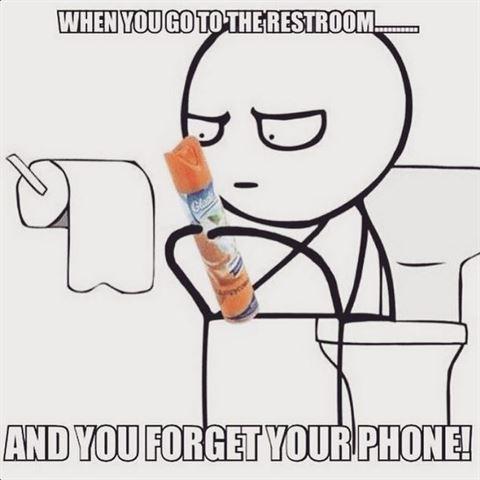 اذا نسينا ادخال الهاتف الى الحمام، نبدأ بقراءة مكونات المعطر والشامبو