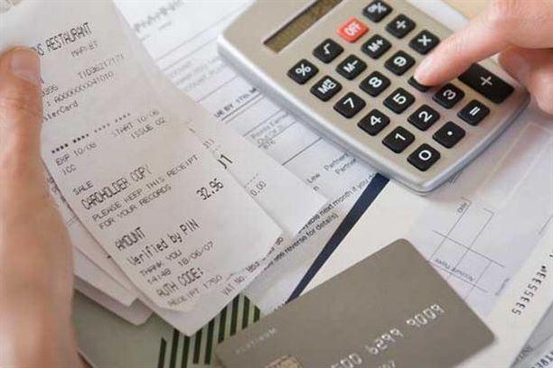 الديون عبء كبير في حياة الكثير من الناس