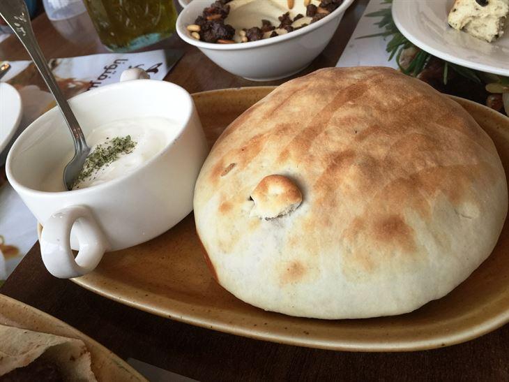 أوزي اللحم داخل خبز لبناني