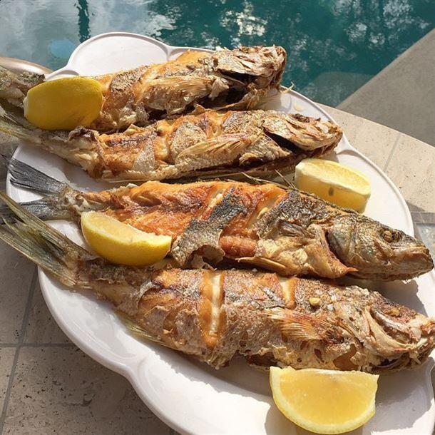 سمك مقلي مع شرائح الحامض