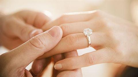 كيف تختار خاتم خطوبة رائع؟