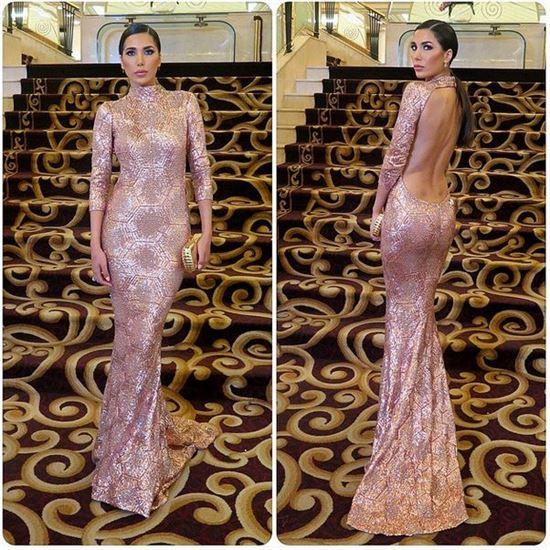 نادين عبدالعزيز بفستان طويل مكشوف الظهر