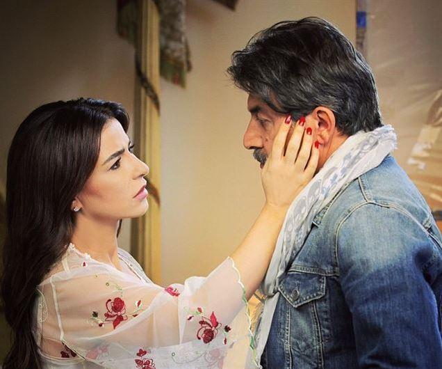 لقطة من مشهد يجمع النجم عابد فهد بالنجمة ماغي بو غصن في مسلسل ٢٤ قيراط