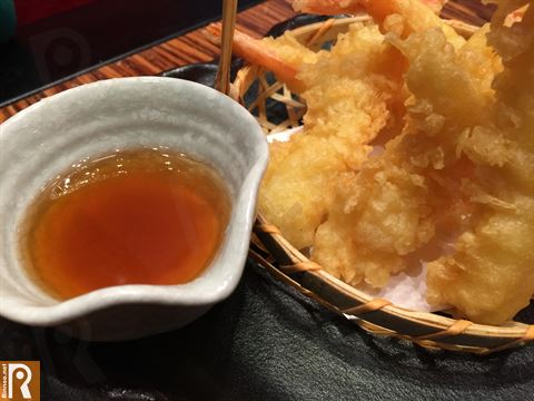 Batter fried shrimps served with tempura dipping sauce