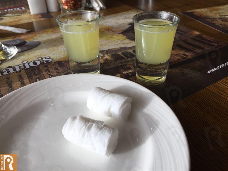 مناديل ساخنة وعصير ليمون بارد بعد الغداء