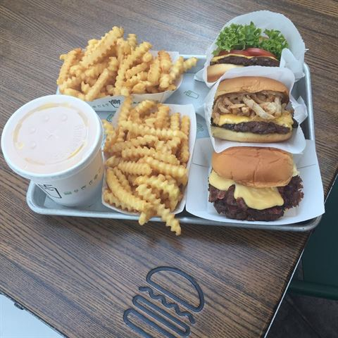 Photo 15422 on date 8 March 2016 - Shake Shack Restaurant