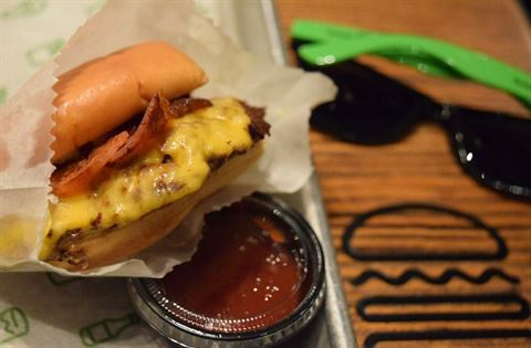 Photo 15425 on date 8 March 2016 - Shake Shack Restaurant
